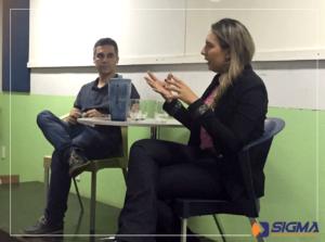 Janusa Pereira, sócia-proprietária da Sigma Gerenciamento de Projetos e o docente da Doctum, Prof. Ms. Eduardo Macedo na mesa de debates sobre Gerenciamento de Projetos.