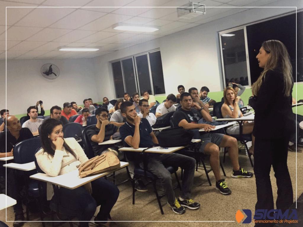 """Mais de 60 alunos participaram do Painel de Negócios """"A aplicabilidade do gerenciamento de projetos nas diversas áreas do conhecimento"""". (Foto: Martim Barbosa)"""