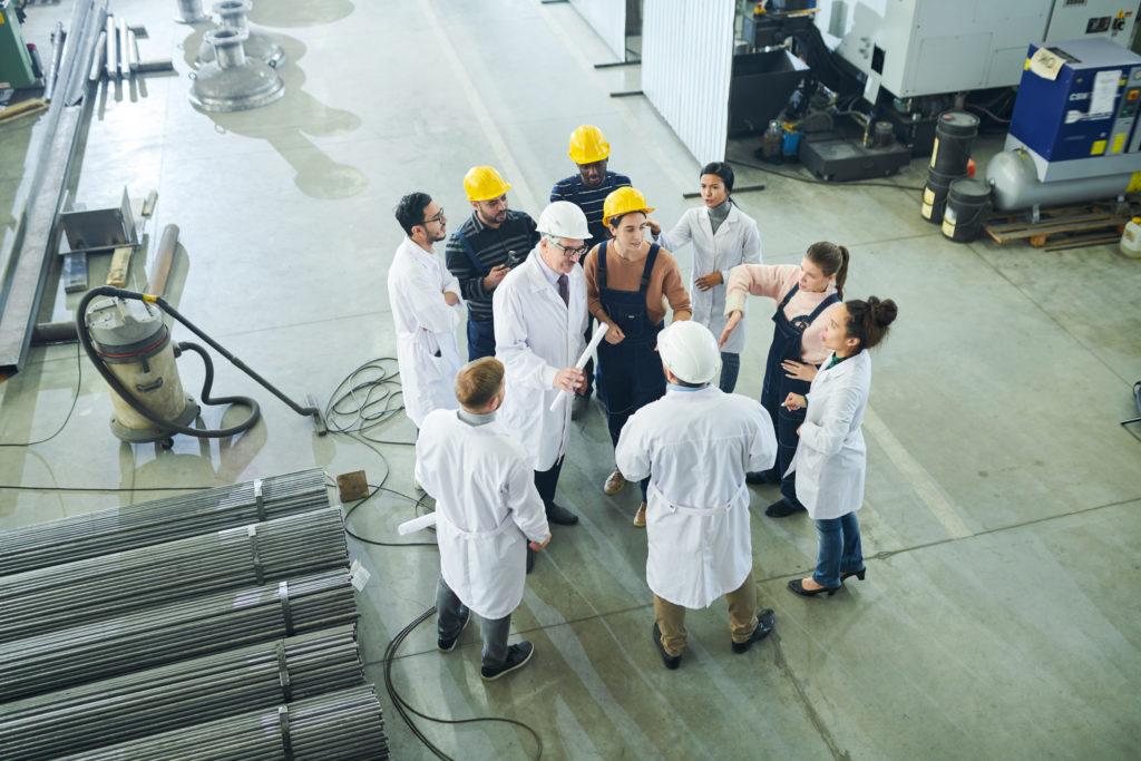 Falta de mão de obra capacitada nas paradas industriais