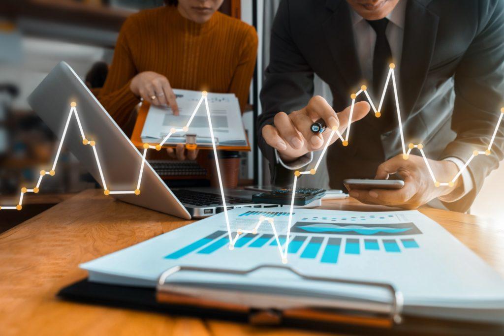 Gerenciar projetos ajuda as organizações a obterem mais eficiência em seus negócios