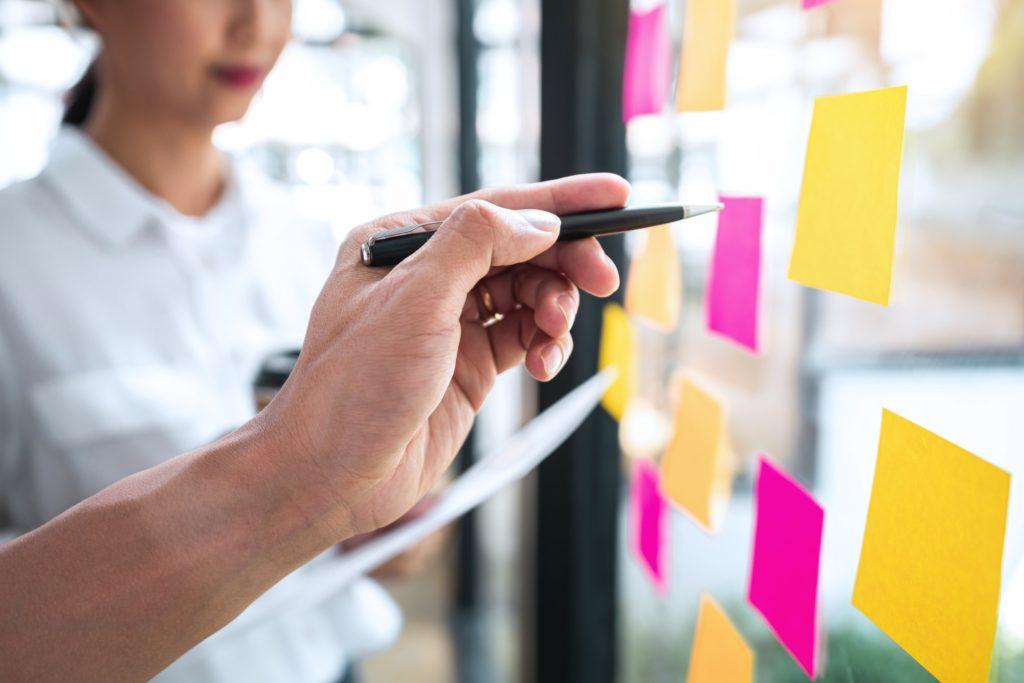 O gerenciamento de portfólios visa que sejam realizados os projetos certos.